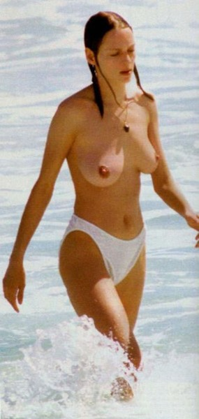 celebmatrix-uma-thurman-topless-on-the-beach
